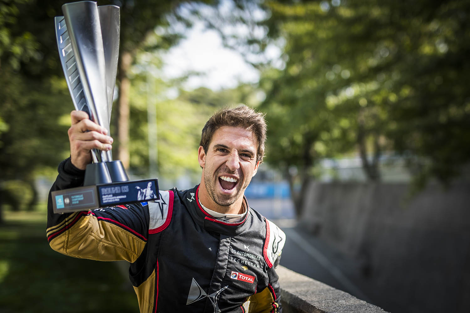 PARQUE O'HIGGINS CIRCUIT, CHILE - JANUARY 18: Antonio Felix da Costa (PRT), DS Techeetah, 2nd position, poses with his trophy during the Santiago E-prix at Parque O'Higgins Circuit on January 18, 2020 in Parque O'Higgins Circuit, Chile. (Photo by Sam Bloxham / LAT Images)